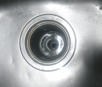 城陽市のキッチン(台所)の排水口の詰まりを解消した様子