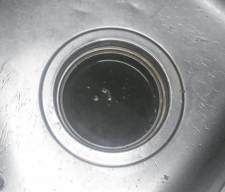 城陽市のキッチン(台所)の排水口が詰まっている様子