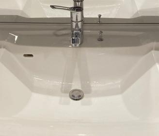 宇治市の洗面所の排水の詰まりを解消し水がスムーズに流れるようになった様子