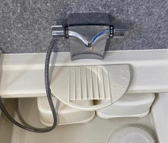 大阪府守口市のお風呂のシャワーホースから水漏れの様子