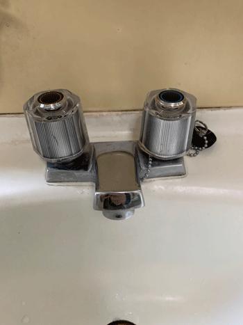 大東市の洗面蛇口水漏れの様子