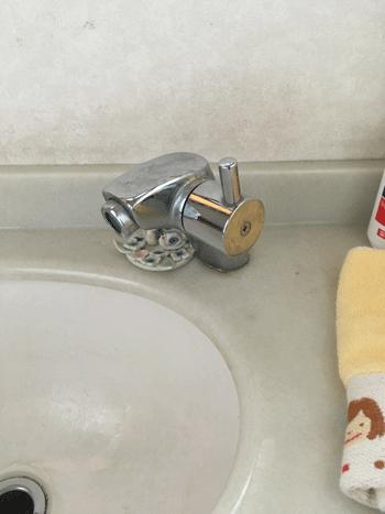 藤井寺市のトイレ手洗い水栓水漏れの様子