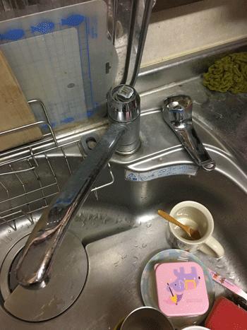 泉佐野市の台所蛇口破損の様子