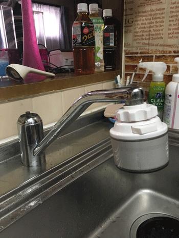 門真市の台所蛇口水漏れの様子