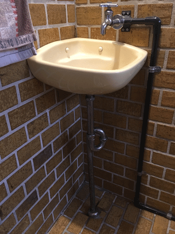 柏原市の洗面排水水漏れの様子