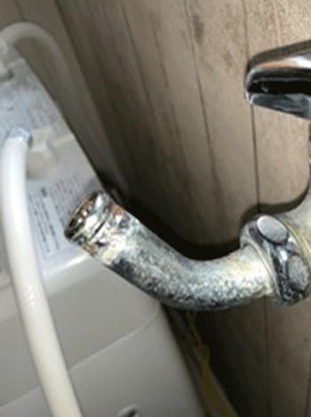 岸和田市の洗濯蛇口水漏れの様子