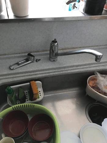 高槻市の台所蛇口水漏れの様子