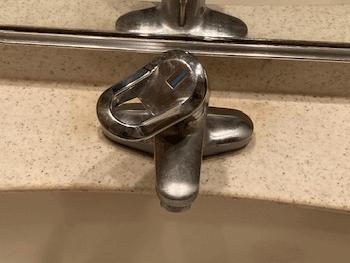 大阪住之江区の洗面蛇口水漏れの様子