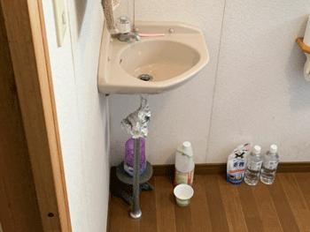 豊中市のトイレの手洗い器の水漏れの様子