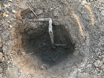 八尾市の水道管水漏れの様子