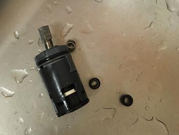 岩出市の台所蛇口水漏れの原因部品