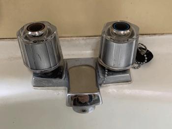 草津市の台所蛇口水漏れの様子