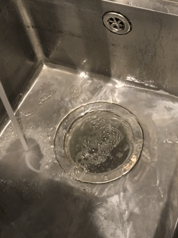 京都市伏見区のトイレの詰まりの様子