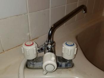大津市の浴室蛇口水漏れの様子
