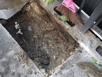 大東市の屋外蛇口の修理途中の様子