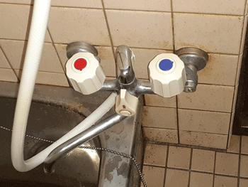 守山市の浴室蛇口水漏れの様子
