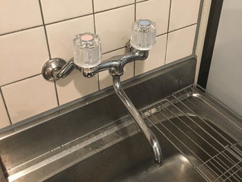 木津川市の台所蛇口のハンドルを交換して水漏れ修理を完了した様子