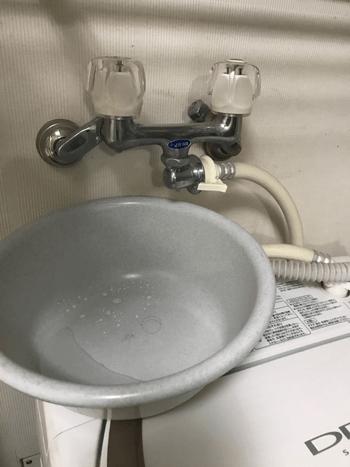 久御山町で洗濯蛇口が水漏れしている様子