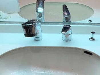 松原市の水漏れする洗面蛇口の様子